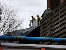 Storm Dennis zorgt voor schade in Hengelo: dakleer los gewaaid