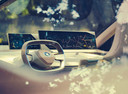 In het studiemodel van de BMW iNext wordt al getoond welke kant het opgaat met het autostuur. Dat wordt uiteindelijk rechthoekig en laat zich in of tegen het dashboard opruimen. Omdat de BMW uiteindelijk volledig autonoom kan rijden