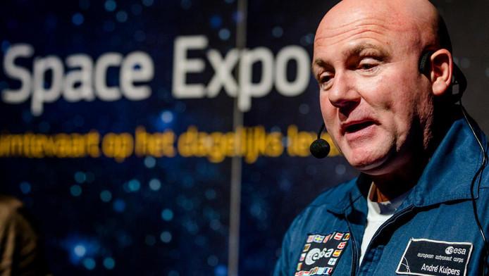 André Kuipers vertelt in de Ziggo Dome over het leven in de ruimte