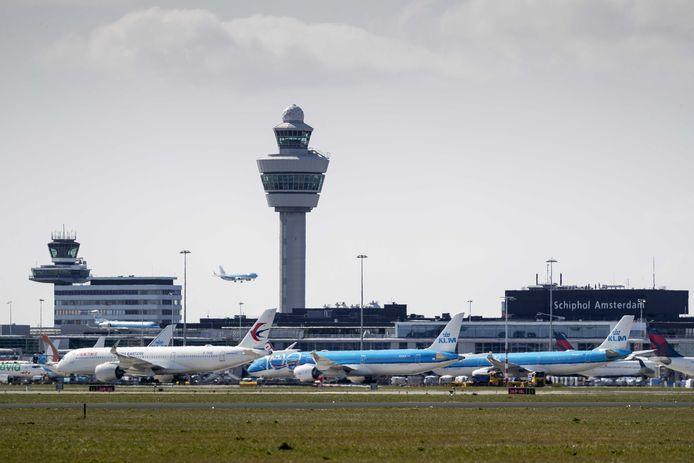 Langzaamaan starten maatschappijen de vluchten op Schiphol weer op of breiden het aantal uit.