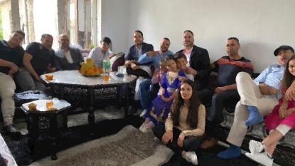 """Klacht tegen Vlaams Belang na foto van moslimfamilie die 'coronaregels breekt': """"Laster en eerroof, beeld is van 2019"""""""