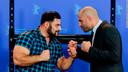 James Wilks (rechts), vechtsporter en winnaar van The Ultimate Fighter, poseert met de Duitse krachtpatser Patrik Baboumian, een van de sterren in de Netflix-documentaire The Game Changers.