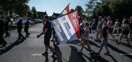 Optocht met vlaggen voor drie jubilea in Lievelde
