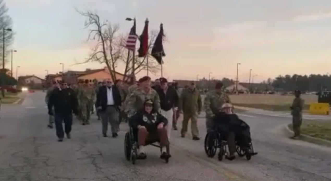 De Sunset March zoals die onlangs in Fort Bragg in North Carolina werd uitgevoerd.