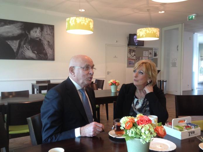 Michael van Praag in gesprek met zijn nicht Marga van Praag.