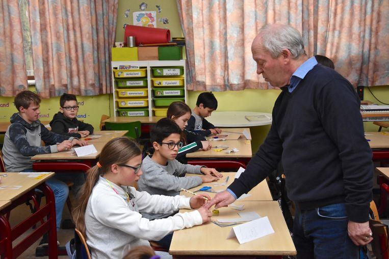 'Meester Jan'  gaf in het vijfde leerjaar A meetkunde