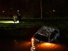 Duur appje: man uit Lelystad ramt elektriciteitshuisje en lantaarnpaal en belandt met slok op in de sloot