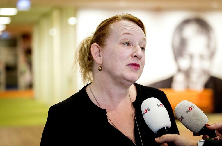 Vicevoorzitter Eugenie Stolk staat de pers te woord na afloop van het overleg van onderwijsvakbond AOb.  Beeld null