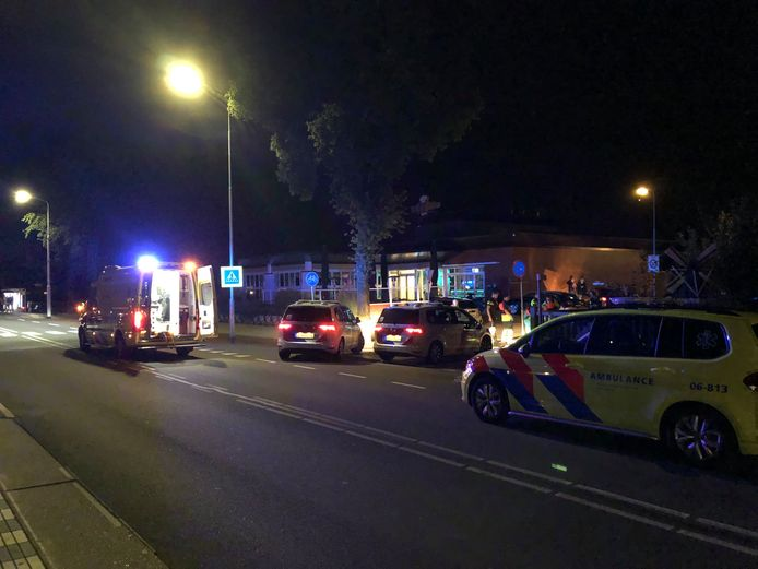 De politie rukte massaal uit naar het café in Wezep