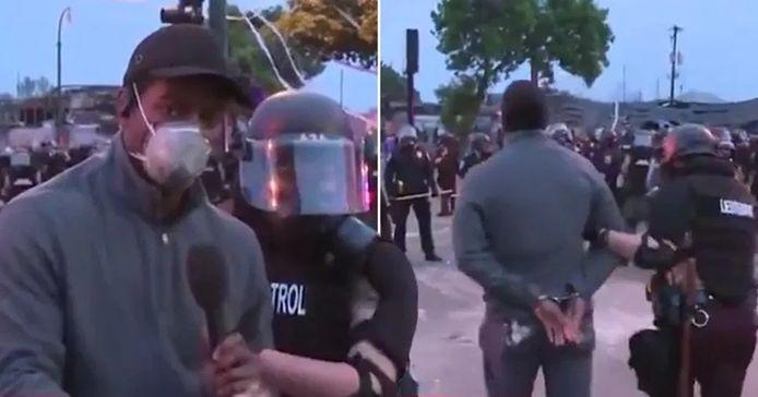 Le journaliste de CNN Omar Jimenez, arrêté en direct alors qu'il couvrait les manifestations de Minneapolis à propos de la mort de George Floyd.