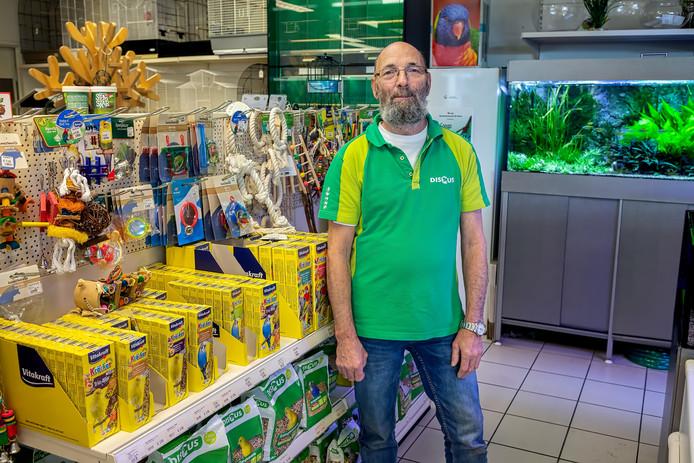 De in Oosterhout en omstreken bekende dierenzaak van Ad Gorisse gaat stoppen. 35 jaar terug begonnen in de Klappeijstraat, heeft Ad nu besloten dat het tijd is om met pensioen te gaan. Foto Pix4Profs / Johan Wouters