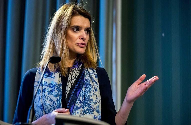 Staatssecretaris Barbara Visser van Defensie (VVD) tijdens de presentatie van de resultaten van het onderzoek  naar de gevolgen van het werken met chroomhoudende verf. Beeld ANP