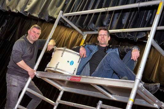 Organisatoren Mark Rooijakkers (rechts) en Hans van Eck  van de rockmiddag in De Hoendrik.