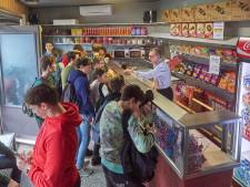 De school begint weer, maar het snoepwinkeltje van José en John blijft dicht