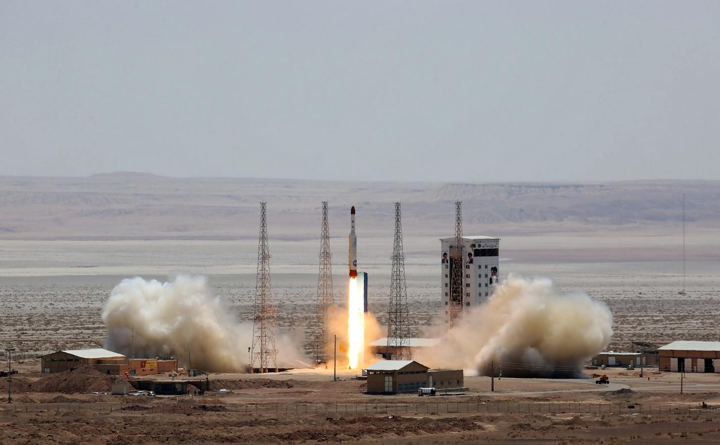 Archiefbeeld van de lancering van een satellietraket in Iran