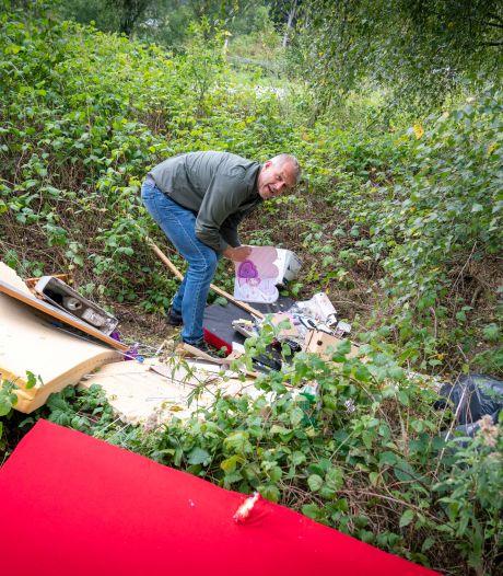Rhedense landgoederen bedolven onder grofvuil; 'Sinds inwoners voor afvoer moeten betalen, zijn wij de klos'