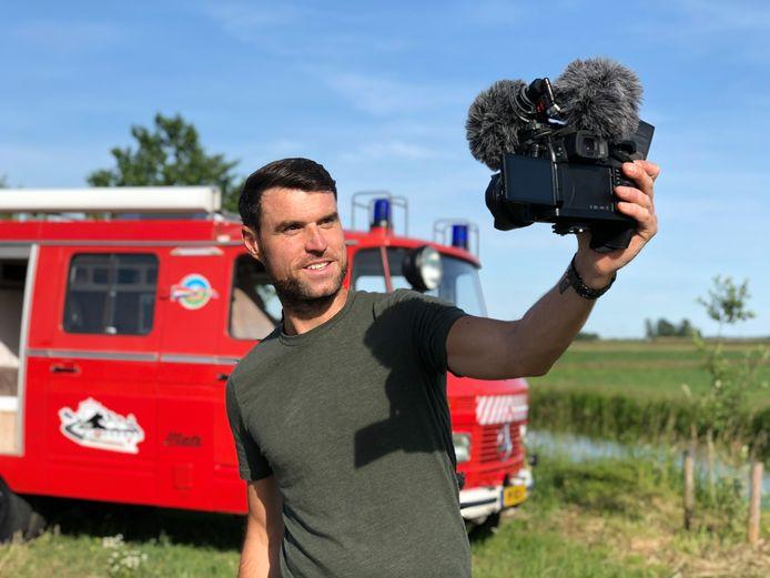 Kees Aantjes uit Dordrecht reist in zijn knalrode brandweerauto het land door op zoek naar parels in onze provincies.