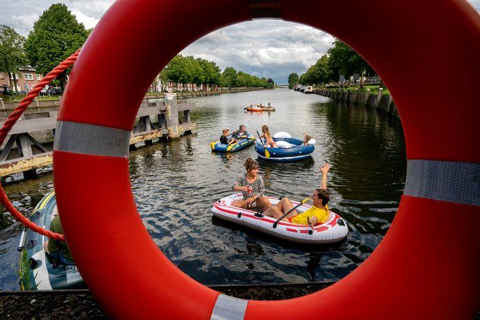 De rubberbootparty bij sluis Anthonie in Den Bosch