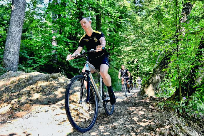 Thomas Buitink op de fiets tijdens het trainingskamp van Vitesse.