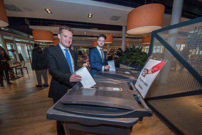 Johan Almekinders en Andreas Bakir stemden bij de Statenverkiezingen in 2019 nog gebroederlijk in hun woonplaats Enschede, maar staan nu lijnrecht tegenover elkaar vanwege de ophef in de landelijke afdeling.