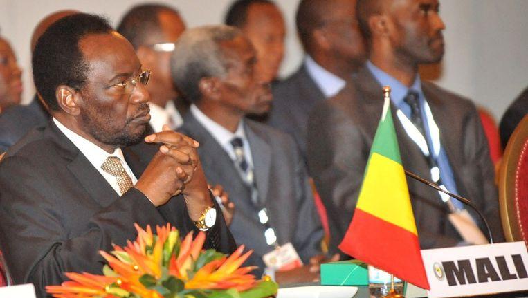 Dioncounda Traore (links), the interim-president van Mali, tijdens een noodbijeenkomst van ECOWAS in Abidjan. Beeld afp