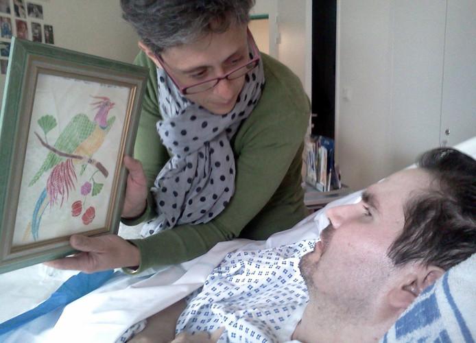 Comapatiënt Vincent Lambert en zijn echtgenote Rachel in het ziekenhuis in Rheims.