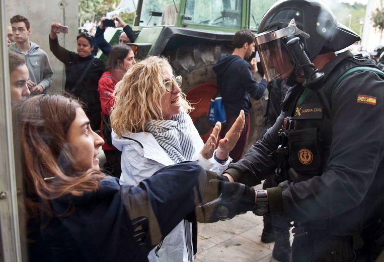 De Catalaanse regering organiseerde op 1 oktober een onafhankelijkheidsreferendum, dat door de Spaanse politie hardhandig werd verhinderd.