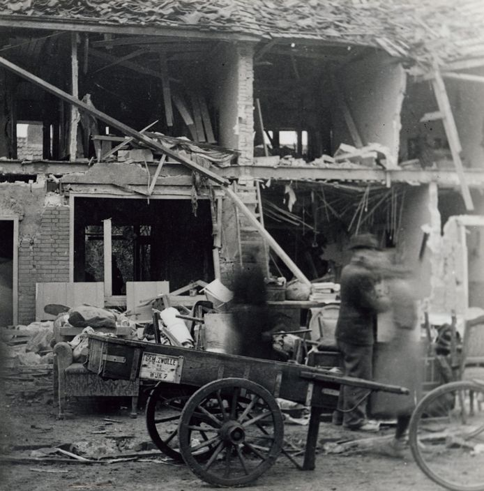 De ravage na het bombardement.