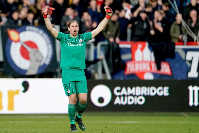 Lars Unnerstall moest twee tegendoelpunten incasseren bij zijn debuut voor PSV.
