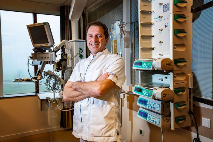 Huub van den Oever werkt als intensivist in het Deventer Ziekenhuis