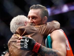 """Après avoir mis KO Donald Cerrone, Conor McGregor console sa grand-mère: """"J'ai beaucoup de respect pour elle"""""""