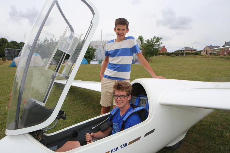 Tieners Seppe en Sam slaagden er nu al in om hun eerste solovlucht af te leggen.