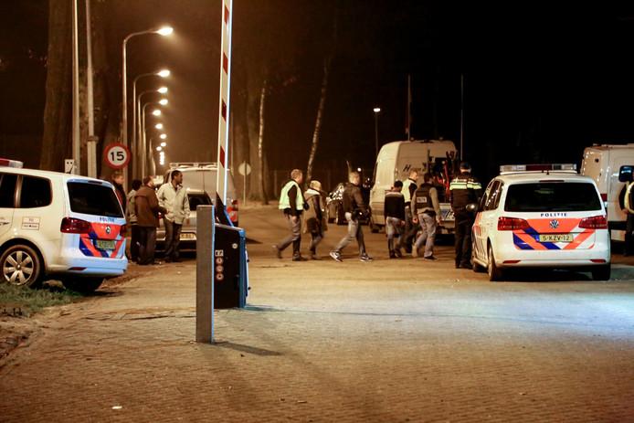 Arrestaties na een vechtpartij op het azc in Overloon.