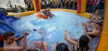 Blote billen en bijnamen tijdens doop Tunafestival
