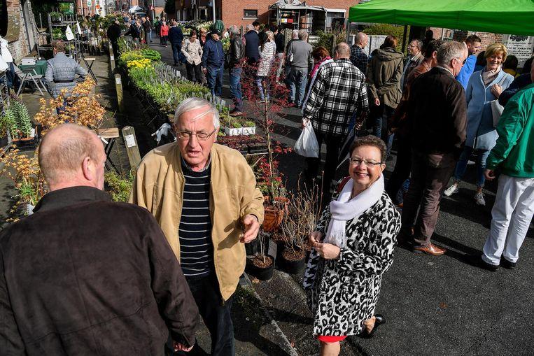 Het lenteweer lokte heel wat volk naar de Groenmarkt.