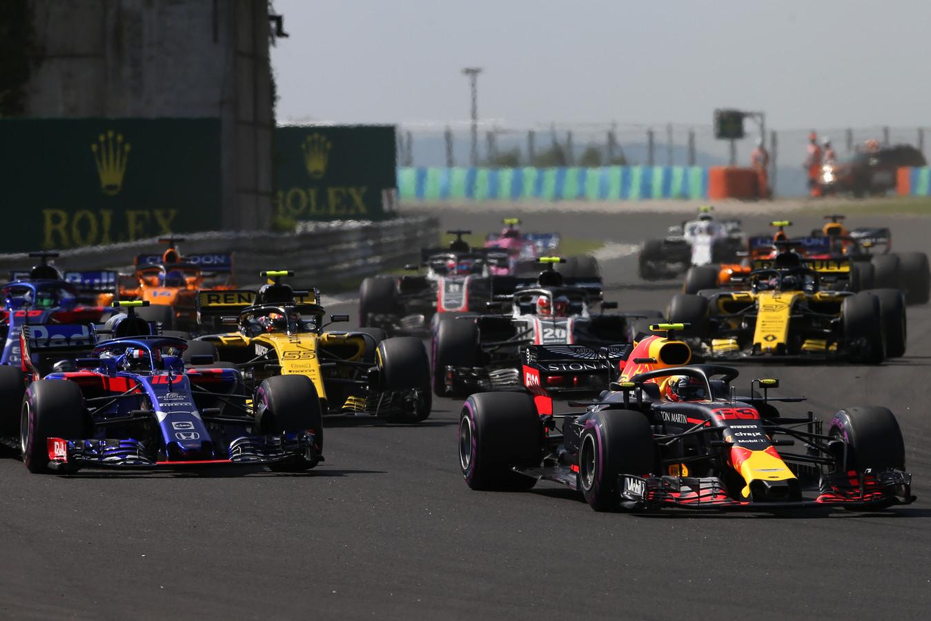 Max Verstappen voor Pierre Gasly in de Toro Rosso en de wagens van Renault
