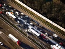 Aggregaat valt op auto: parallelbaan A16 voorlopig dicht