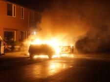 Felle brand verwoest auto in Schalkhaar
