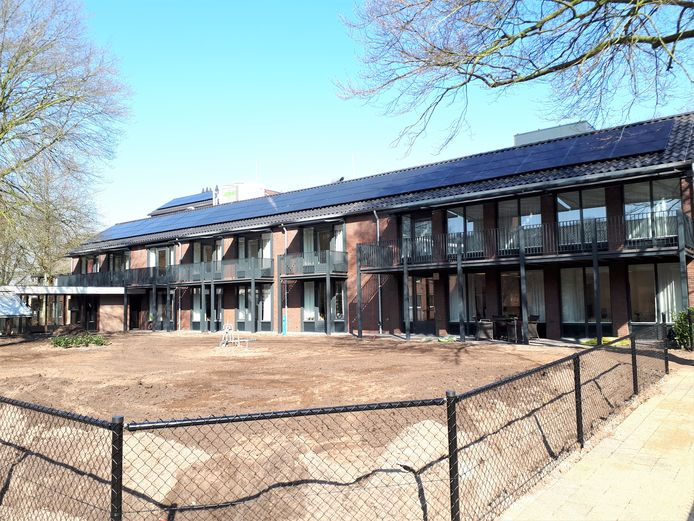De gerenoveerde appartementen zijn eerder in gebruik genomen zodat er kamers vrijkomen voor coronapatiënten.