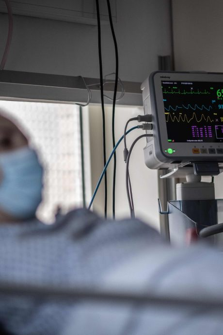 """Une famille ravagée par la Covid-19 en région parisienne accuse l'hôpital: """"Ils n'ont pas pris de précautions"""""""