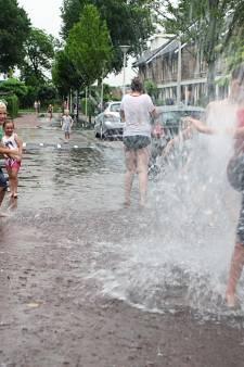 Droge voeten houden: Gemeente neemt maatregelen tegen overlast heftige regenbuien