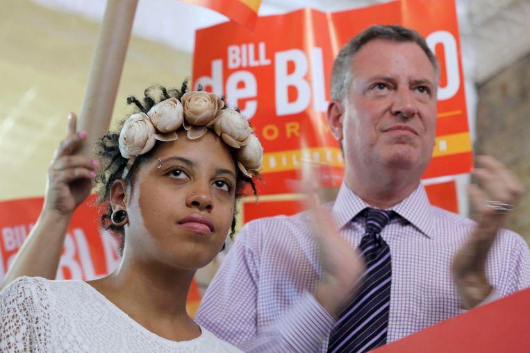 Chiara (l, dochter van) en burgemeester Bill de Blasio. Beeld AP