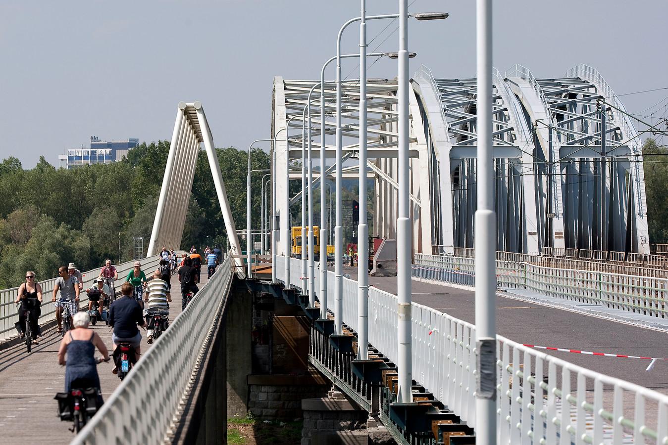 De brug van Westervoort tijdens eerdere onderhoudswerkzaamheden. Toen was de brug helemaal afgesloten.