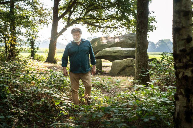 Henny Groenendijk bij hunebed G1 in Noordlaren. 'Men denkt dat onze archeologie niet spectaculair is.'  Beeld Reyer Boxem