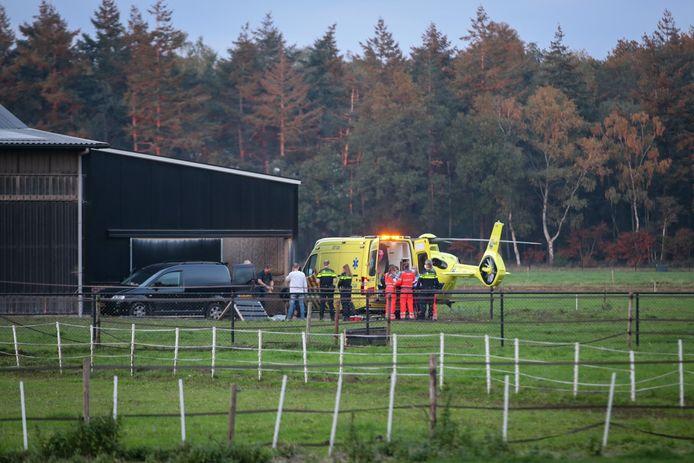 De traumahelikopter landde op de boerderij.