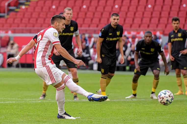 Tadić scoort het tweede doelpunt. Beeld BSR Agency