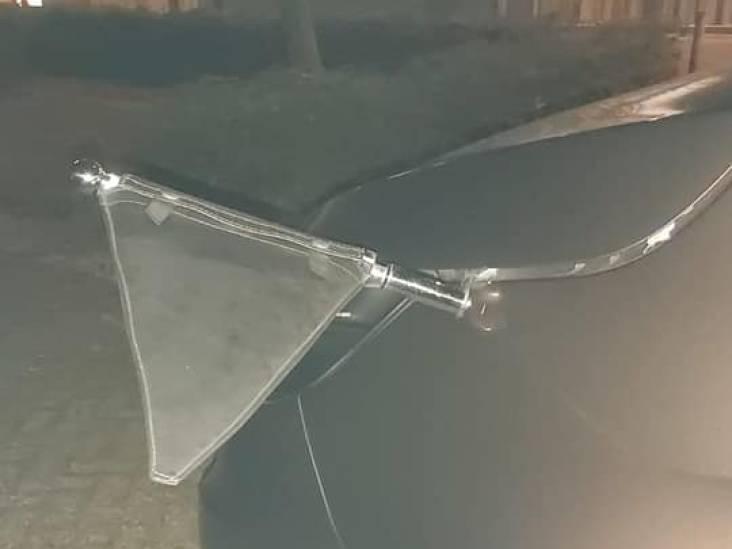 Rouwauto bij zorgcentrum vernield terwijl overledene opgehaald wordt