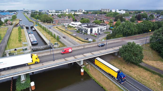 N279 ter hoogte van de Taylorbrug en Rembrandtlaan bij Veghel.