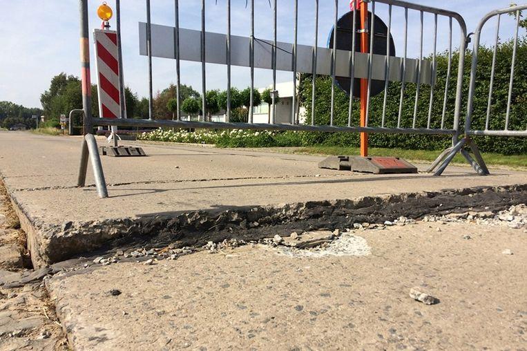 De hitte duwde het beton omhoog.