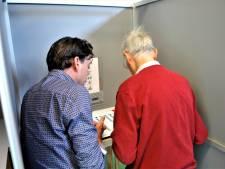 Blinden in Renkum hebben hun eerste zelfstandige stem uitgebracht